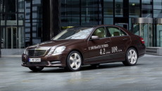 Nową Klasę E 300 BlueTEC HYBRID Mercedesa wprawia w ruch 4-cylindrowy turbodiesel […]