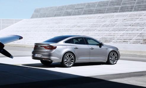 Renault prezentuje swojego najnowszego, dużego sedana. Wpisuje się on w klasyczną stylistykę […]