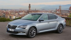 Škoda wzbogaca wyposażenie swojego flagowego modelu. Od końca maja modele Superb i […]