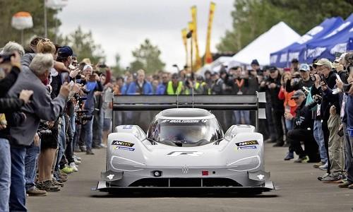 Podczas zakończonego Festiwalu Szybkości w Goodwood w Chichester w Anglii, francuski kierowca […]