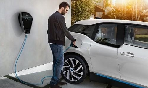 Grupa BMW poczyniła w pierwszej połowie roku znaczne inwestycje w mobilność przyszłości. […]