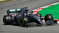 Startujący z drugiego pola Lewis Hamilton w Mercedesie wygrał wyścig mistrzostw świata […]