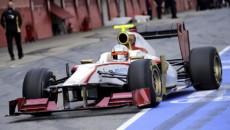 Zespół HRT pokazał dziś swój bolid na sezon 2012, noszący numer F112. […]