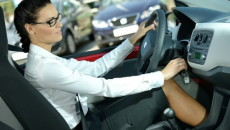 Kobieta poprawiająca makijaż w samochodzie? To mit! Podobnie sprawa ma się z […]