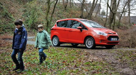 Ford Tests Milk, Mud and Fizzy Drinks on New B-MAX to Ensure Int