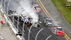 Do kraksy dwunastu samochodów doszło podczas wyścigu Daytona Speedway na Florydzie. Samochody […]