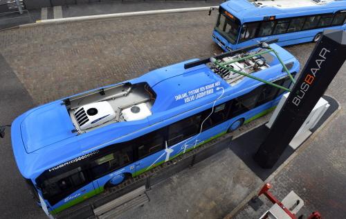 Volvo's 1_plug-in hybrid_1