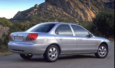 Mondeo Ghia saloon sedan 4dr