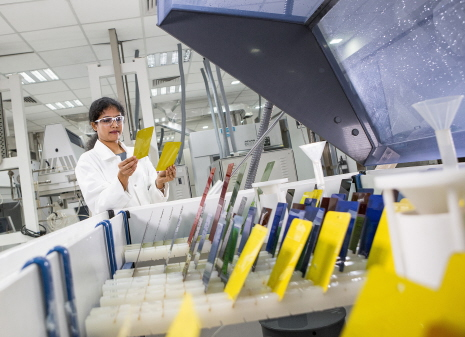 Humidity cabinet in Physical Test Lab / Klimaprüfstand des physikalischen Testlabors