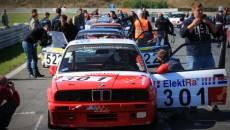 Prawie dwustu kierowców wzięło udział w ostatnich w tym sezonie wyścigach samochodowych, […]