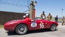 Po 4 dniach i tysiącu mil kierowcy startujący w Mille Miglia dotarli […]