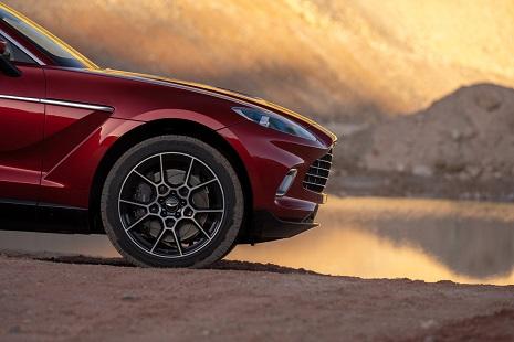 Aston Martin DBX2