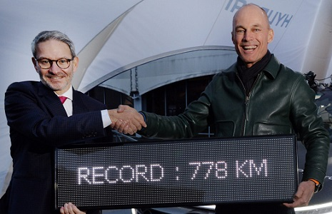 Record 778 km de Bertrand Piccard. Ici avec Jean Nelson