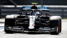 Lewis Hamilton (Mercedes) uzyskał najlepszy czas w kwalifikacjach przed wyścigiem mistrzostw świata […]