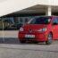 W salonach dealerów marki Volkswagen można już ponownie zamawiać elektryczny miejski model […]