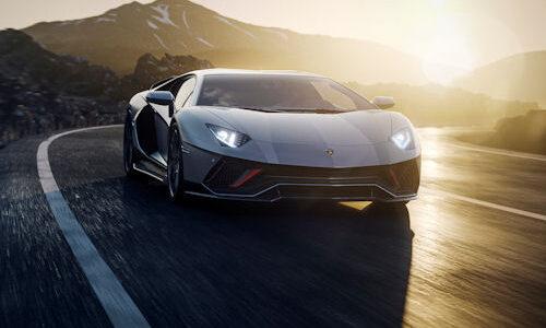 Włoski producent zaprezentował ostatnią wersję kultowego modelu Aventador. Samochód powstanie w limitowanej […]